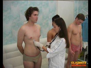 мед осмотр парней врачами девушками